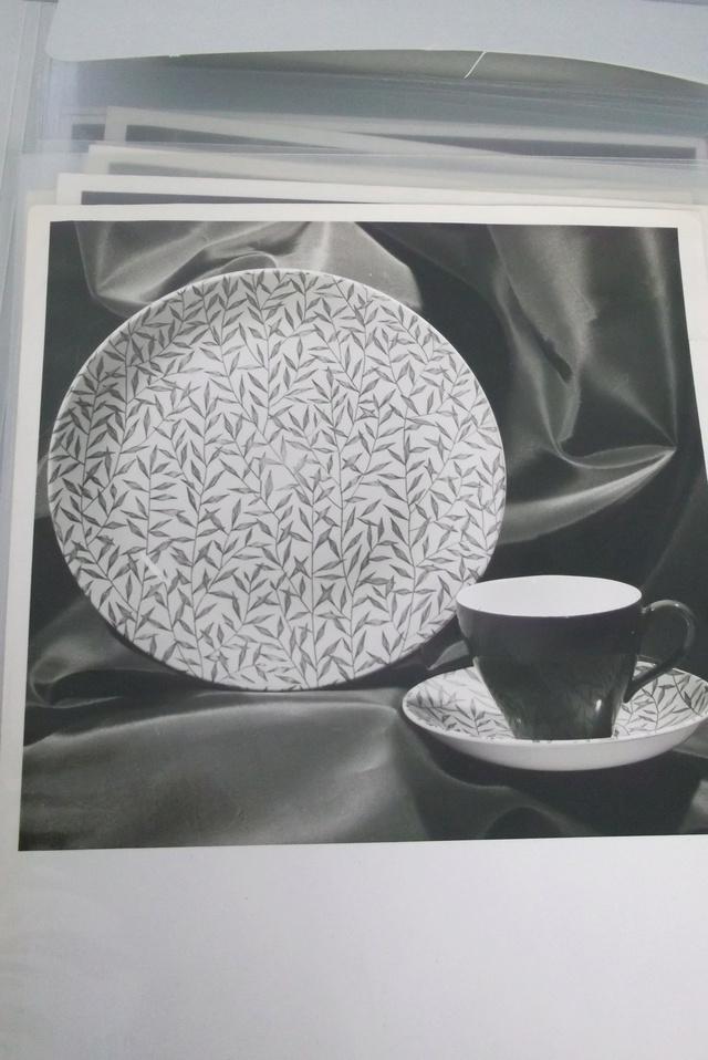 Teal glaze _ leaf type pattern Dscf1910
