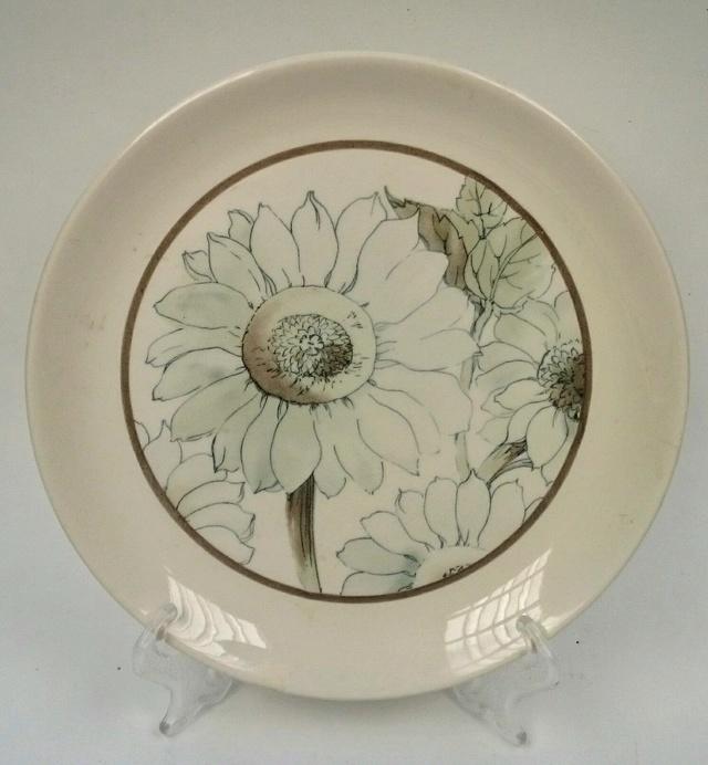 A soft muted Sunflower pattern Sunflo10
