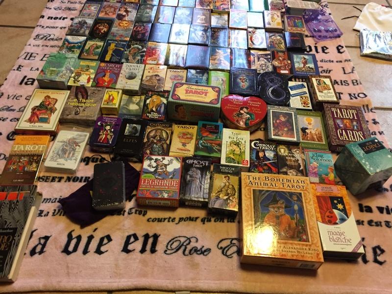 Je vends ma collection d'oracles et tarots Img_2410