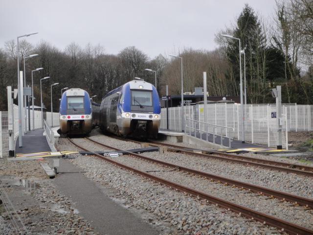 Dirinon - croisement en gare Dsc00413