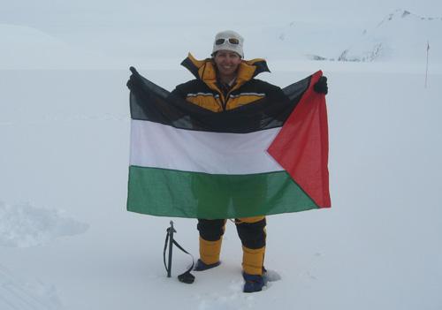 أول امرأة عربية تصل قمة جبل فينسون  112