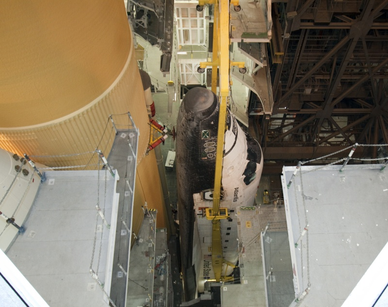[STS-132] Atlantis : préparatifs (lancement prévu le 14/05/2010) - Page 3 Roll_v14