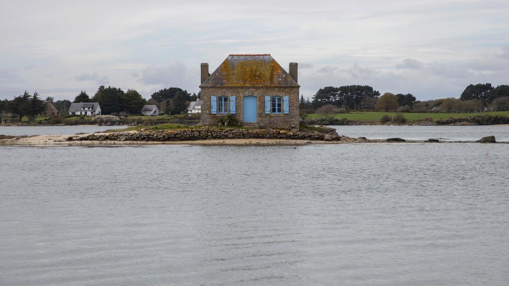 Le bateau perroquet  et la maison aux volets bleus ... Img_4312