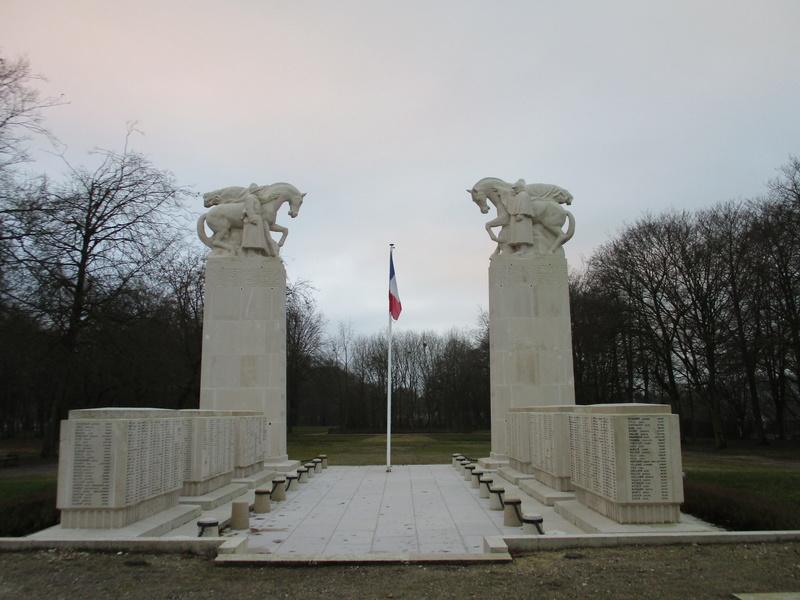 [ Histoires et histoire ] Monuments aux morts originaux Français Tome 2 - Page 5 Img_2040