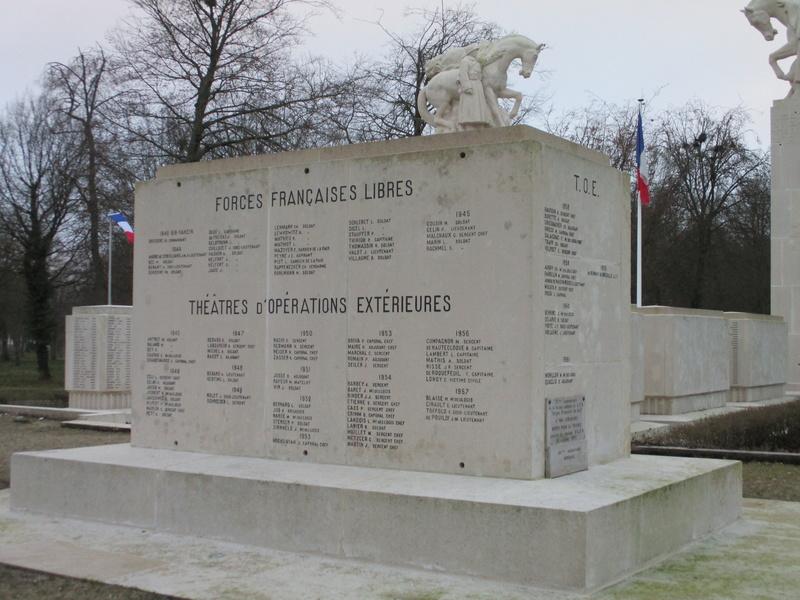 [ Histoires et histoire ] Monuments aux morts originaux Français Tome 2 - Page 5 Img_2041
