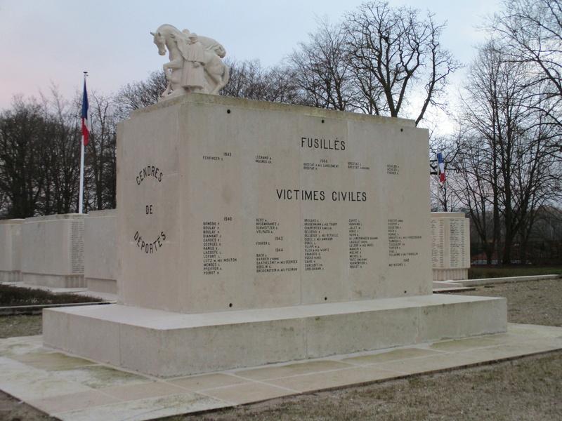 [ Histoires et histoire ] Monuments aux morts originaux Français Tome 2 - Page 5 Img_2042