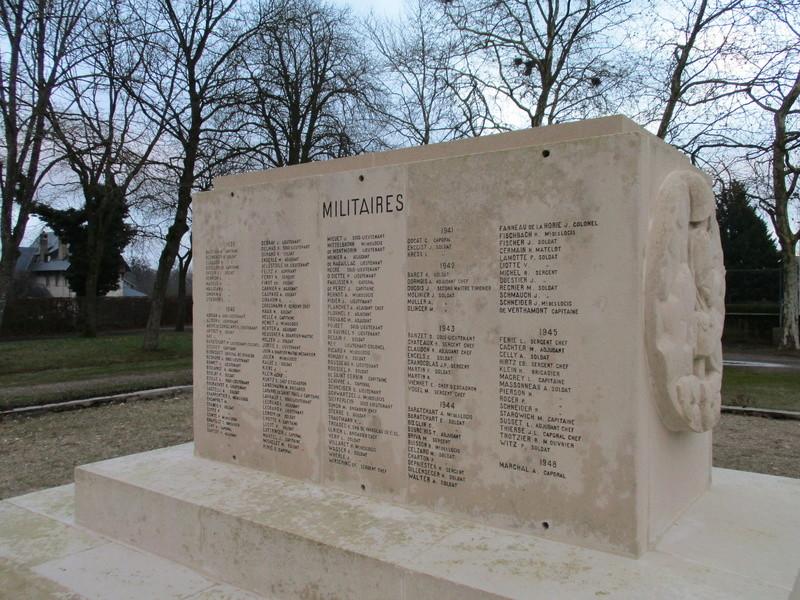 [ Histoires et histoire ] Monuments aux morts originaux Français Tome 2 - Page 5 Img_2044
