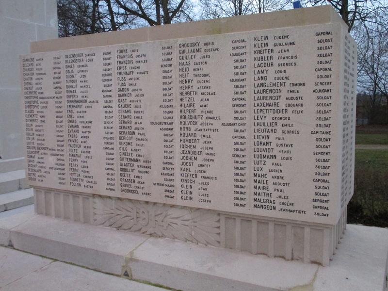 [ Histoires et histoire ] Monuments aux morts originaux Français Tome 2 - Page 5 Img_2045