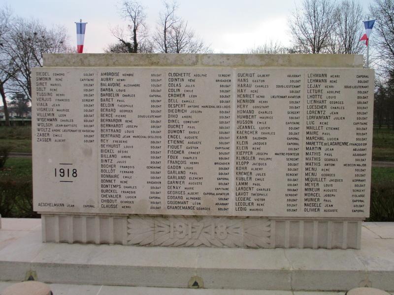 [ Histoires et histoire ] Monuments aux morts originaux Français Tome 2 - Page 5 Img_2047