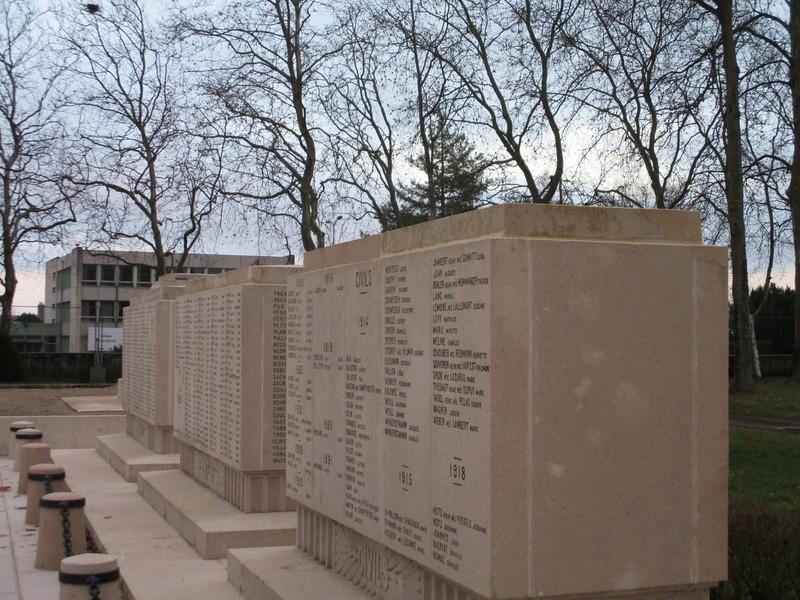 [ Histoires et histoire ] Monuments aux morts originaux Français Tome 2 - Page 5 Img_2050