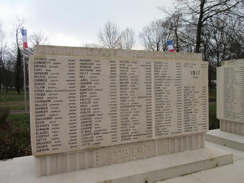 [ Histoires et histoire ] Monuments aux morts originaux Français Tome 2 - Page 5 Img_2053