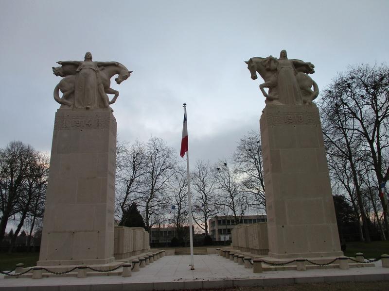 [ Histoires et histoire ] Monuments aux morts originaux Français Tome 2 - Page 5 Img_2054