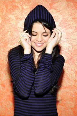 Selena Gomez Normal11