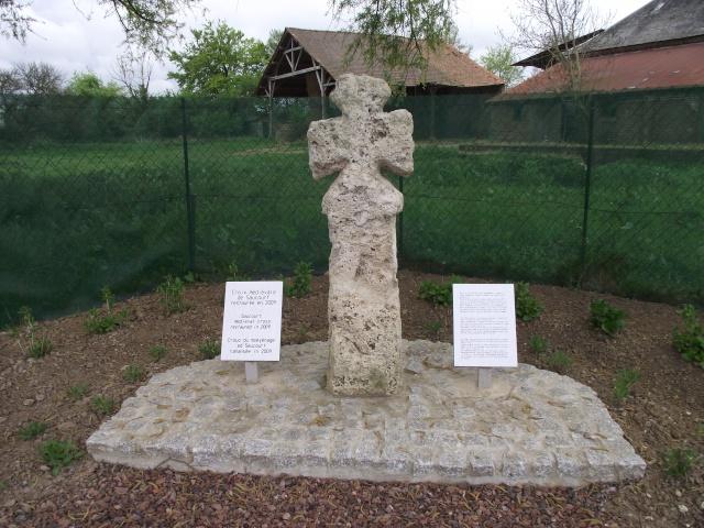 Croix médiévale de Saucourt, Somme Croix10