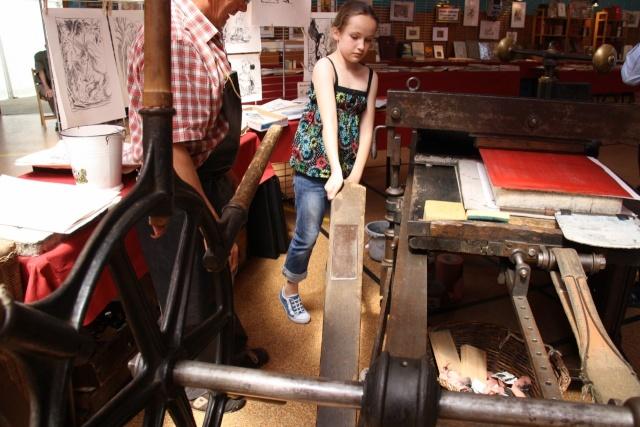 Tom Barocco ,lithographe , au 10ème salon du livre régional de Marlenheim 5 et 6 juin 2010 Img_9524