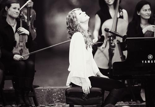 Taylor Swift au Zenith de Paris le 17 Mars 2011 Tumblr10