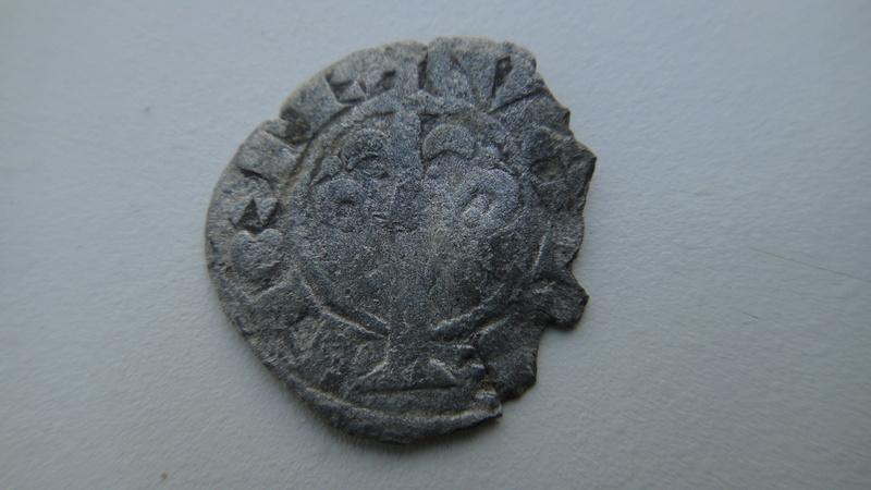 Denier de Valence ( ESPAGNE) croix et fleuron Dsc04320