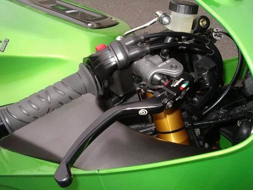 Kawasaki ZX12R - Page 2 O0500016