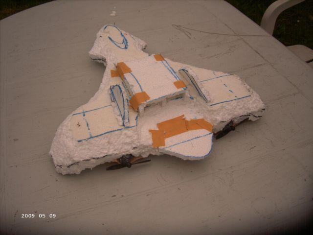 Styropor - Selbstbauflieger von meinem Sohn P240