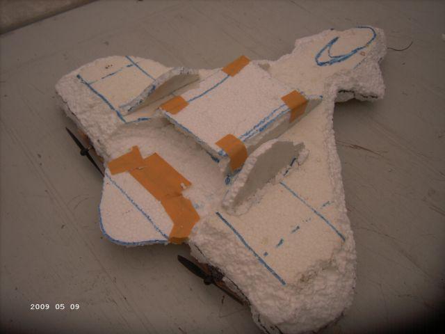 Styropor - Selbstbauflieger von meinem Sohn P330