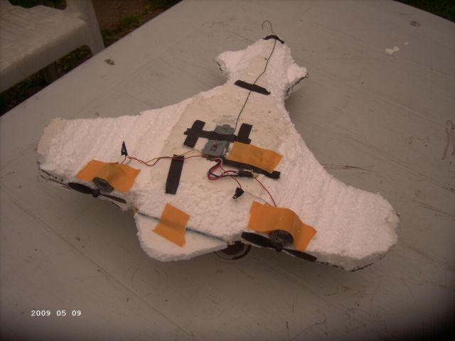 Styropor - Selbstbauflieger von meinem Sohn P421