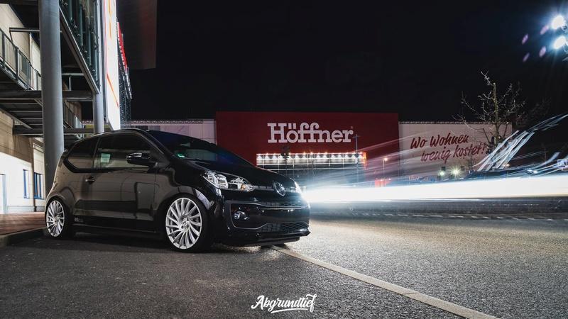 [ VW ] ... UP ... 30051710