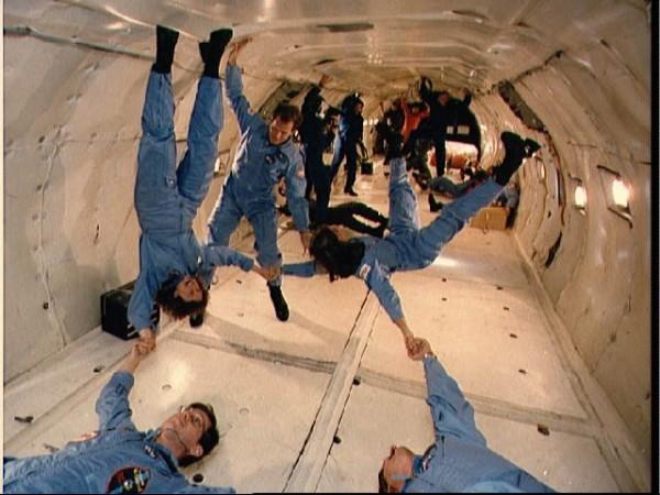 معلومات رائعة عن حياة رواد الفضاء  9625_210