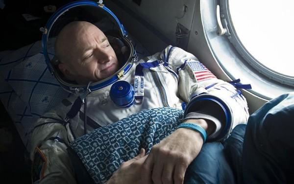 معلومات رائعة عن حياة رواد الفضاء  9625_310