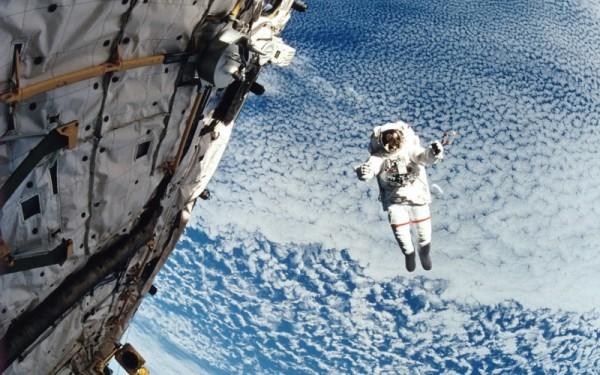 معلومات رائعة عن حياة رواد الفضاء  9625_410