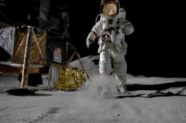 10 من اغرب اسرار القمر لم تسمع عنها من قبل  9656_111