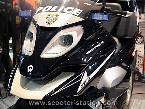 Quadro : Un scooter à 4 roues présenté à Milan  - Page 4 Quadro10