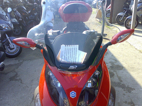 Un peu de tuning sur nos scooters 3 roues.... Ratros11