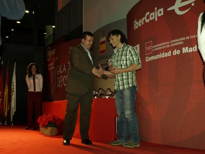 Ceci con el premio por la Gala del Deporte por parte de la Federación de Espeleo Gala_d10
