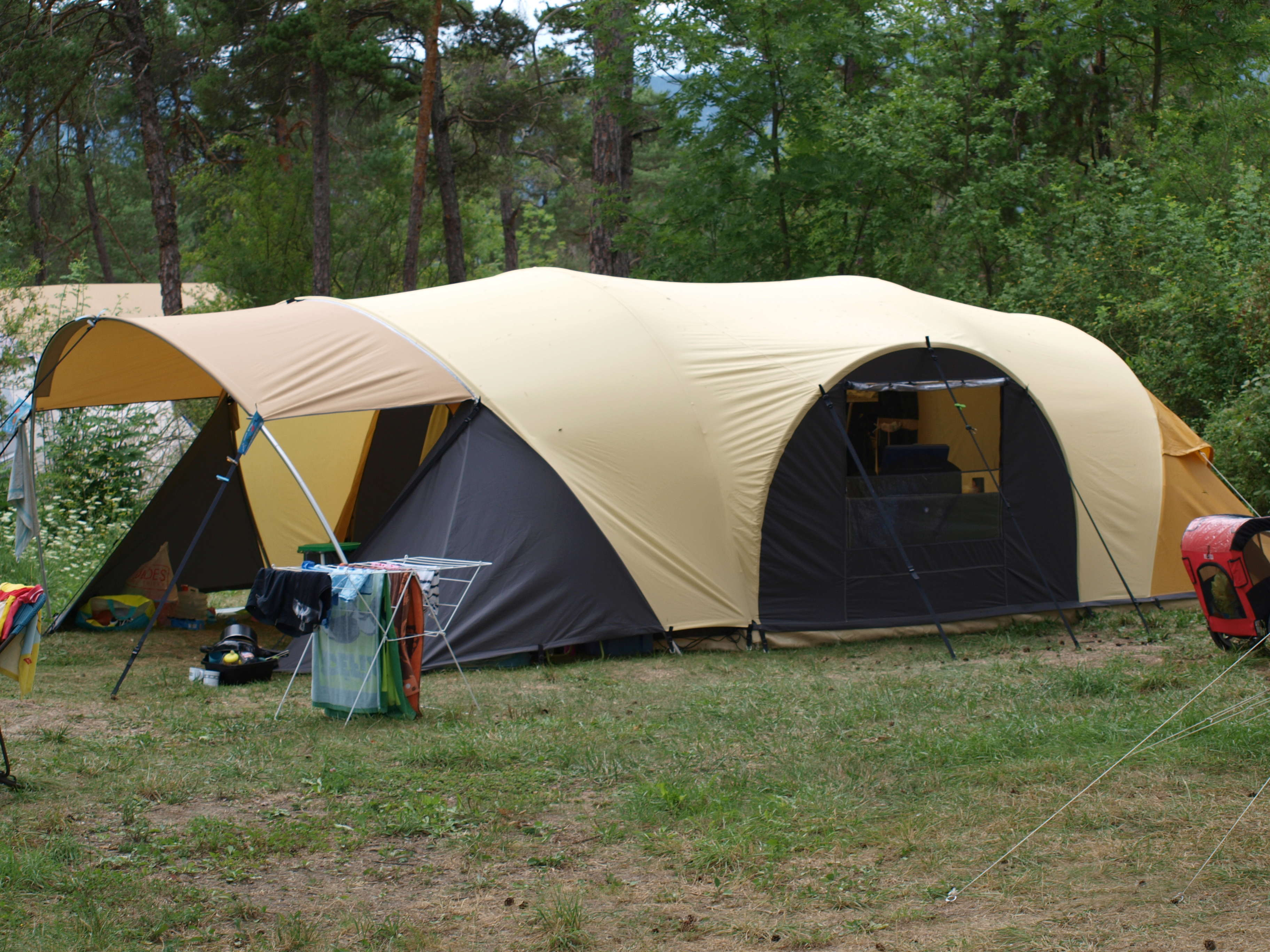 Long séjour sous une tente tunnel karsten  P8127211
