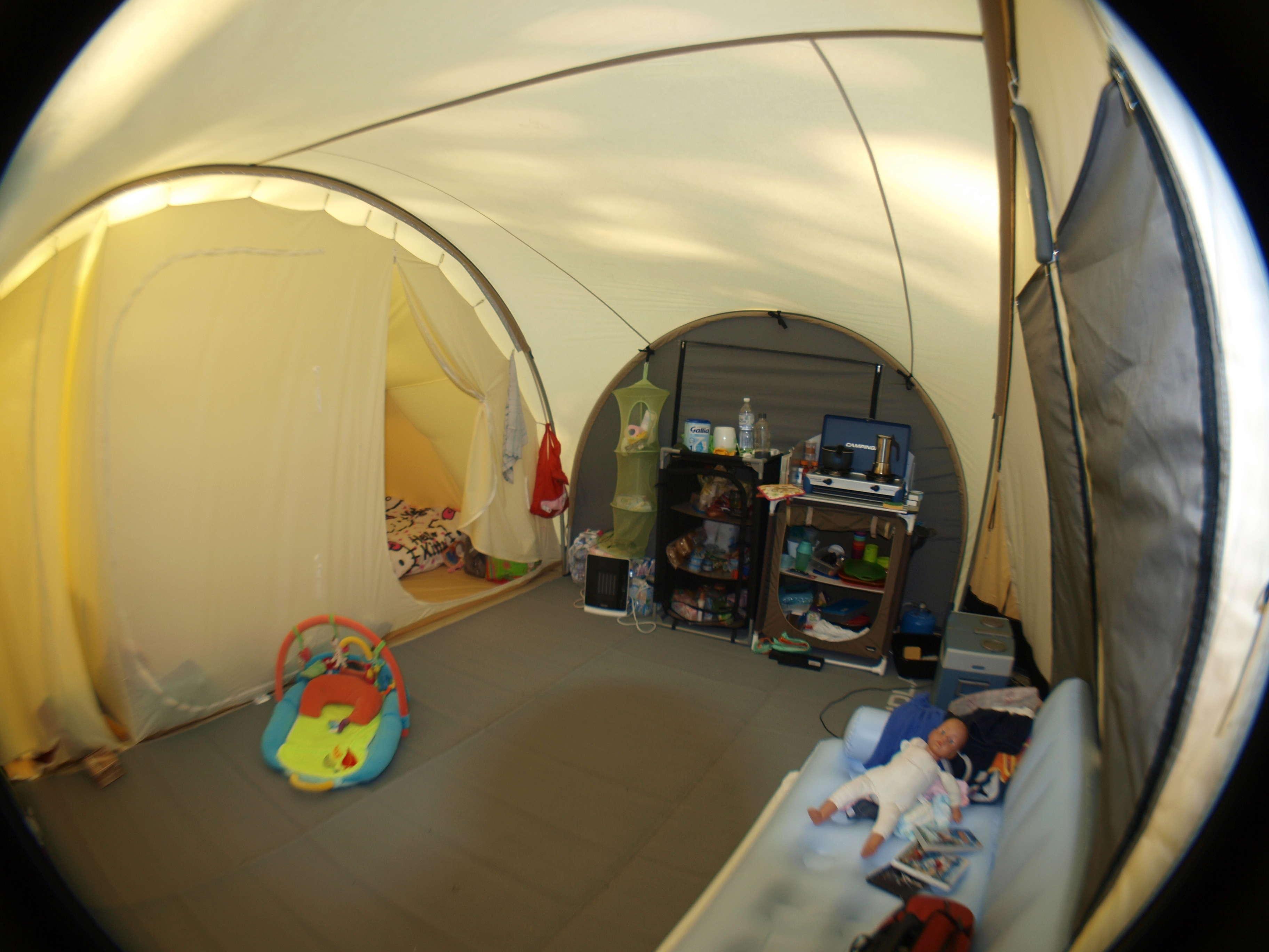 Long séjour sous une tente tunnel karsten  P8146312
