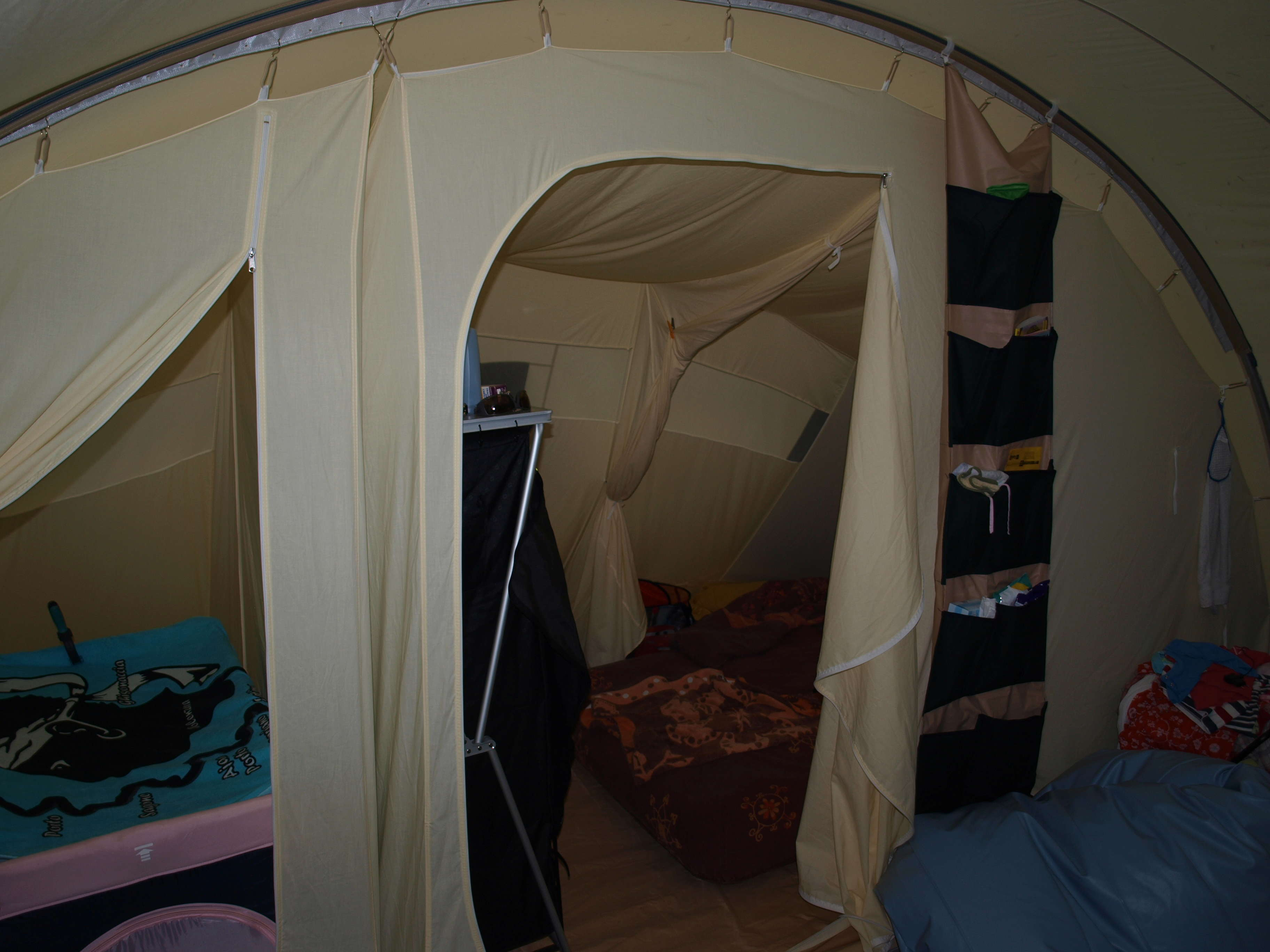 Long séjour sous une tente tunnel karsten  P8197311