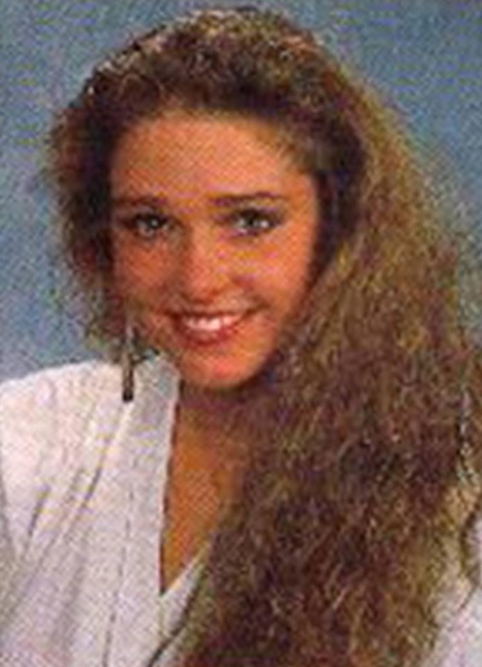 Miss Polonia 1989 - Johana Gapinska (3rd Runner Up MU89) 16682011