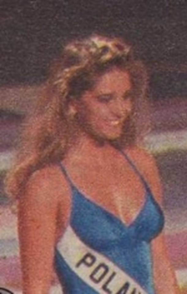 Miss Polonia 1989 - Johana Gapinska (3rd Runner Up MU89) 16708114