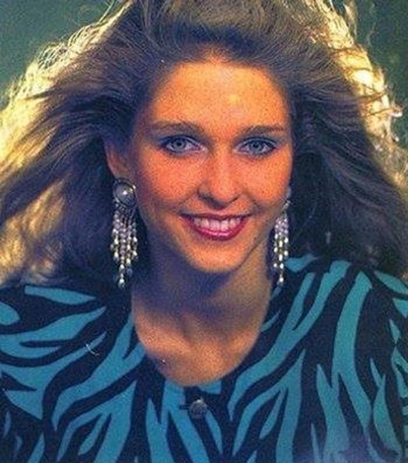 Miss Polonia 1989 - Johana Gapinska (3rd Runner Up MU89) 16708413