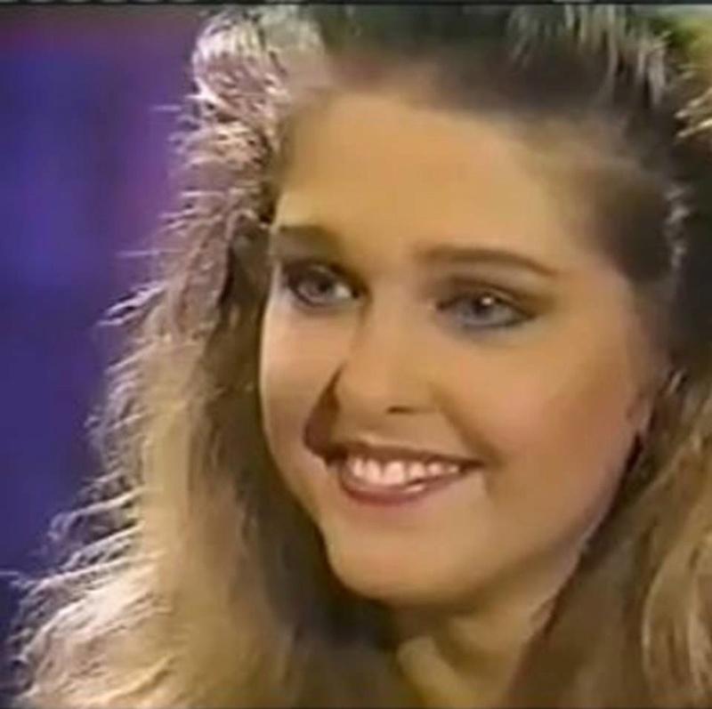 Miss Polonia 1989 - Johana Gapinska (3rd Runner Up MU89) 16711711
