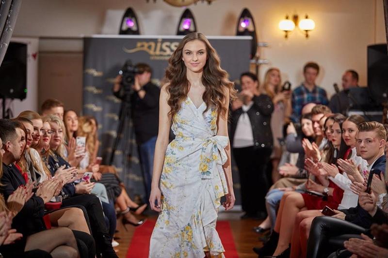 Miss Slovensko 2018 - Results! - Page 2 29388611