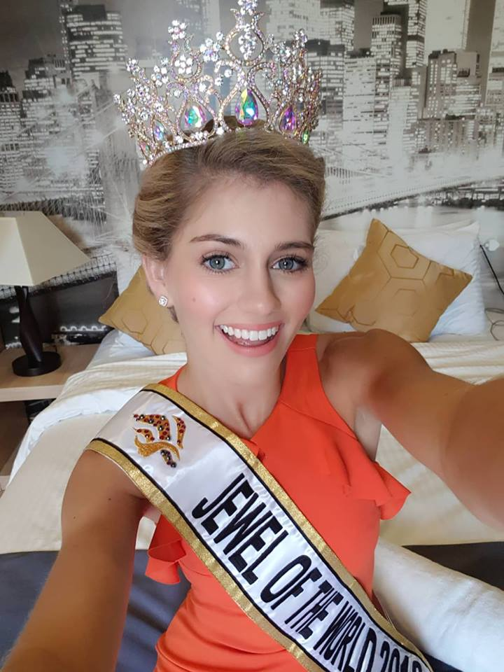 Miss Jewel of the World is South Africa 33865910