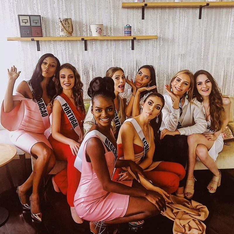 © PAGEANT MANIA © MISS UNIVERSE 2018 - OFFICIAL COVERAGE Finals - Page 23 47326411