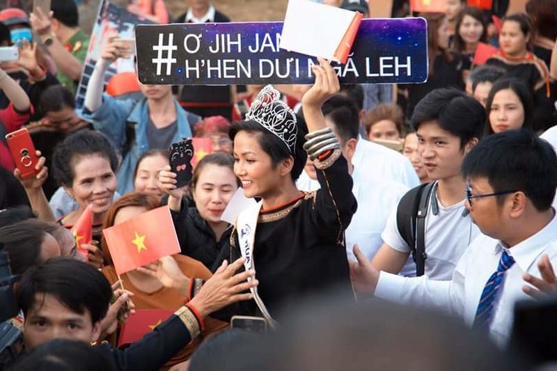 H'Hen Niê (VIETNAM 2018) Fb_i1450