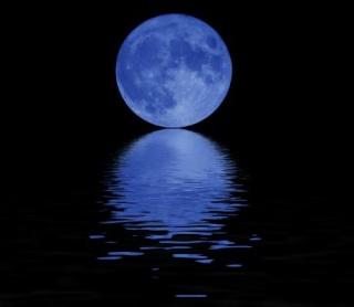 El Avistamiento de la Luna Por Un Sólo Hombre Blue-m10