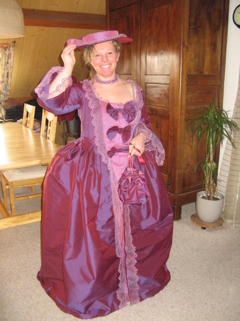 Pour les fans de costumes XVIIIe - Page 6 Elisab13