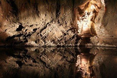 Amazing Underground Lakes 47e99910