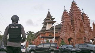 Toeristisch Bali op scherp na aanslagen 1105