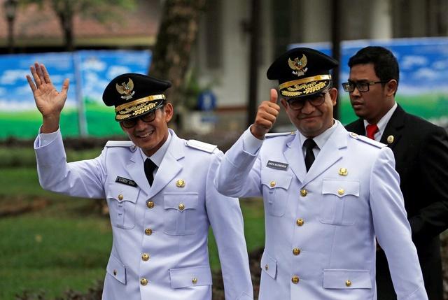 Deze man gaat Jakarta file-vrij maken. Of toch niet? 112