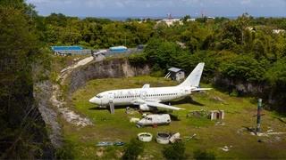 Vliegtuig staat plots op stuk land en niemand weet hoe het daar terechtgekomen is 169
